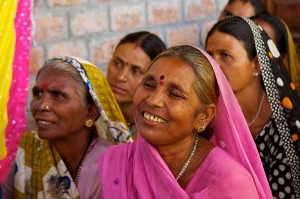 A member of the Gulabi Gang during a meeting. (This photo is from the Wikimedia) Commons.